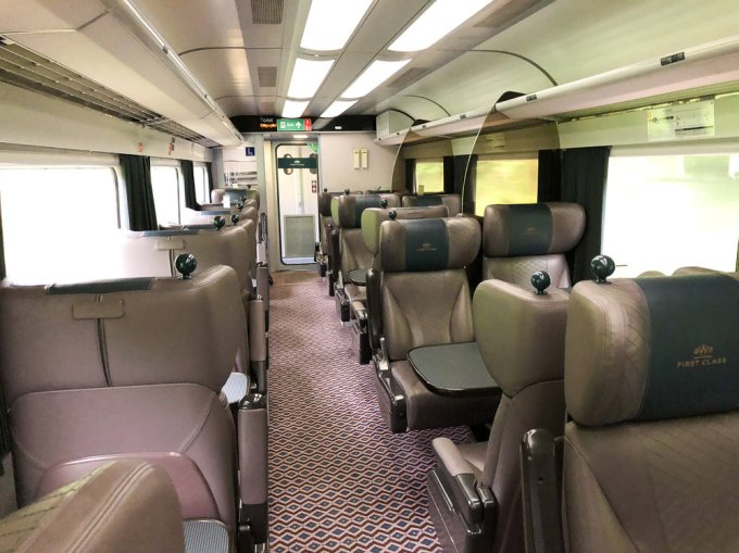 First Class saloon on an older GWR HST